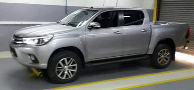 2016 Toyota Fortuner Previewed By Hilux Revo Pickup