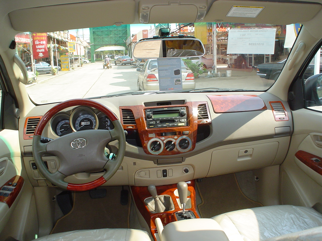 Overview Hilux Vigo G and E Specifications